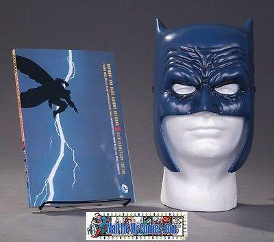 DC - Batman The Dark Knight Returns Book and Mask Set - TPB - Frank Miller - NEW