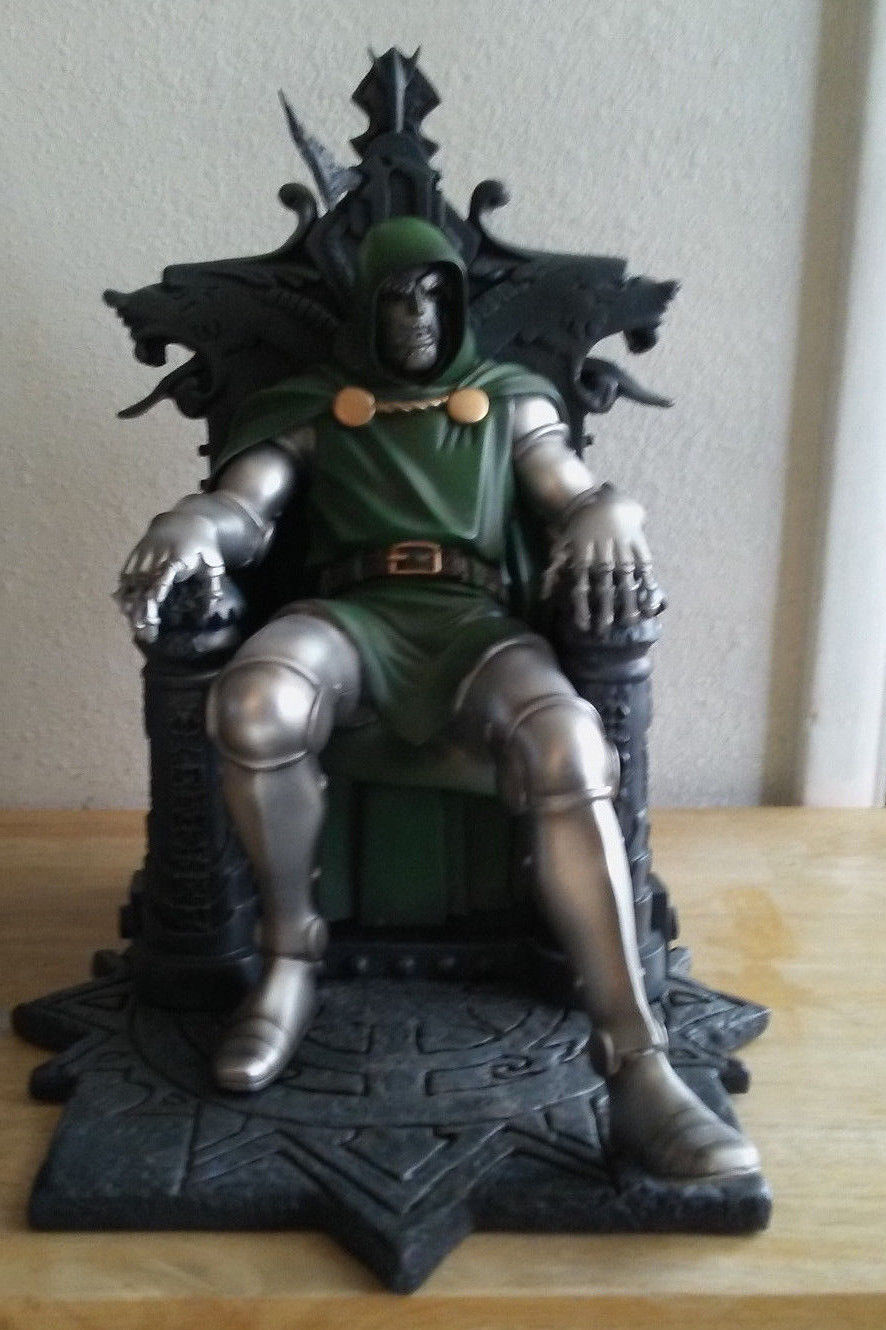 DOCTOR DOOM STATUE 772/2500 DAMAGED FANTASTIC FOUR MARVEL MILESTONE AVENGERS