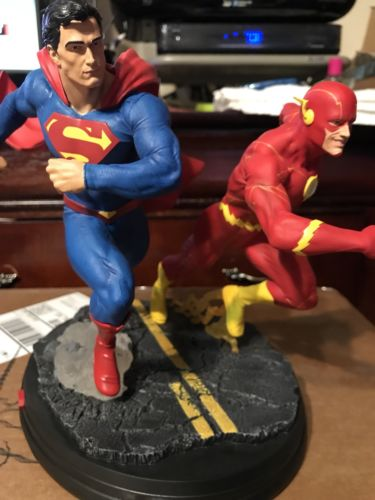 DC Collectibles DC Gallery: Superman Vs. the Flash Racing Statue Justice League