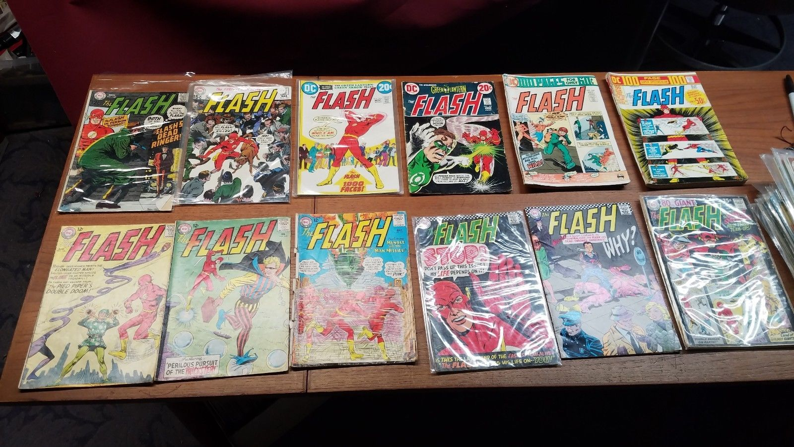 42 DC Comics The Flash Lot 138 - 295 w/ DC-100 Page DC-22
