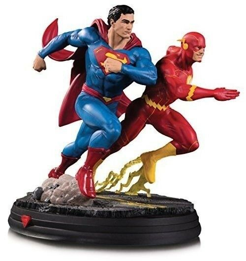 DCME7 DC Collectibles Gallery: Superman Vs. the Flash Racing Resin Statue