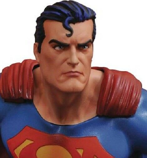 Superman Gallery Figure by Diamond Select Toys
