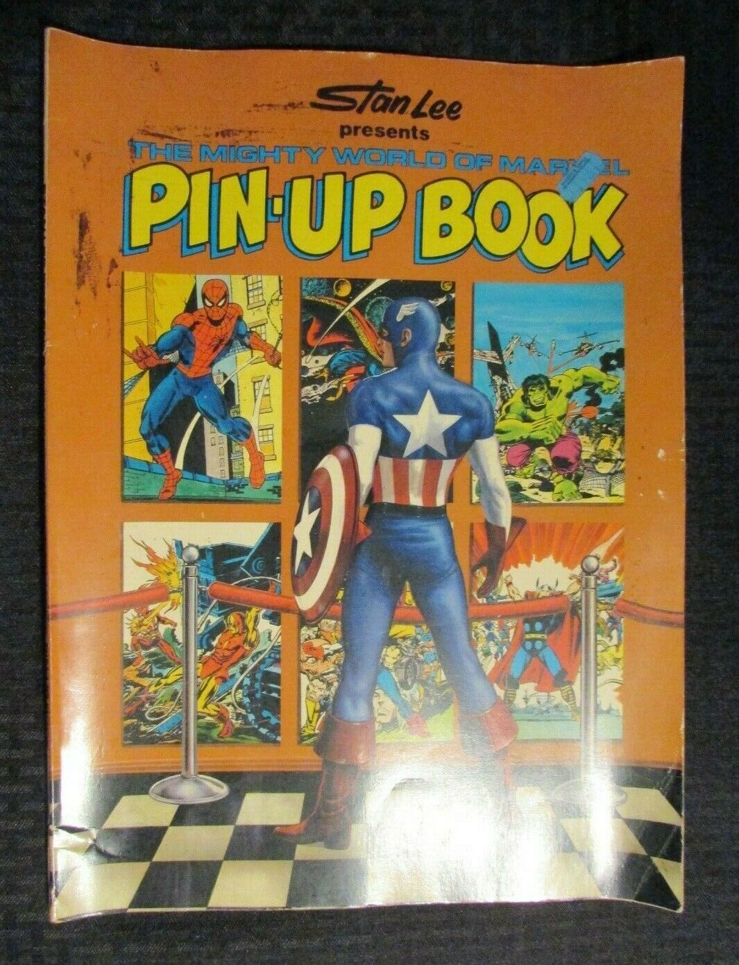 1978 Mighty World of Marvel PIN-UP BOOK Stan Lee VG- 3.5 Fireside Complete