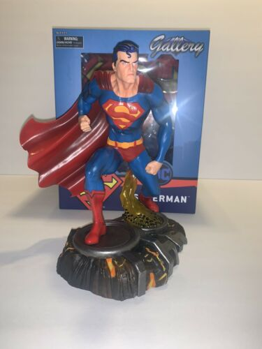 "Diamond Select Toys Collectible DC Comic Superman Gallery 9"" Vinyl Statue"