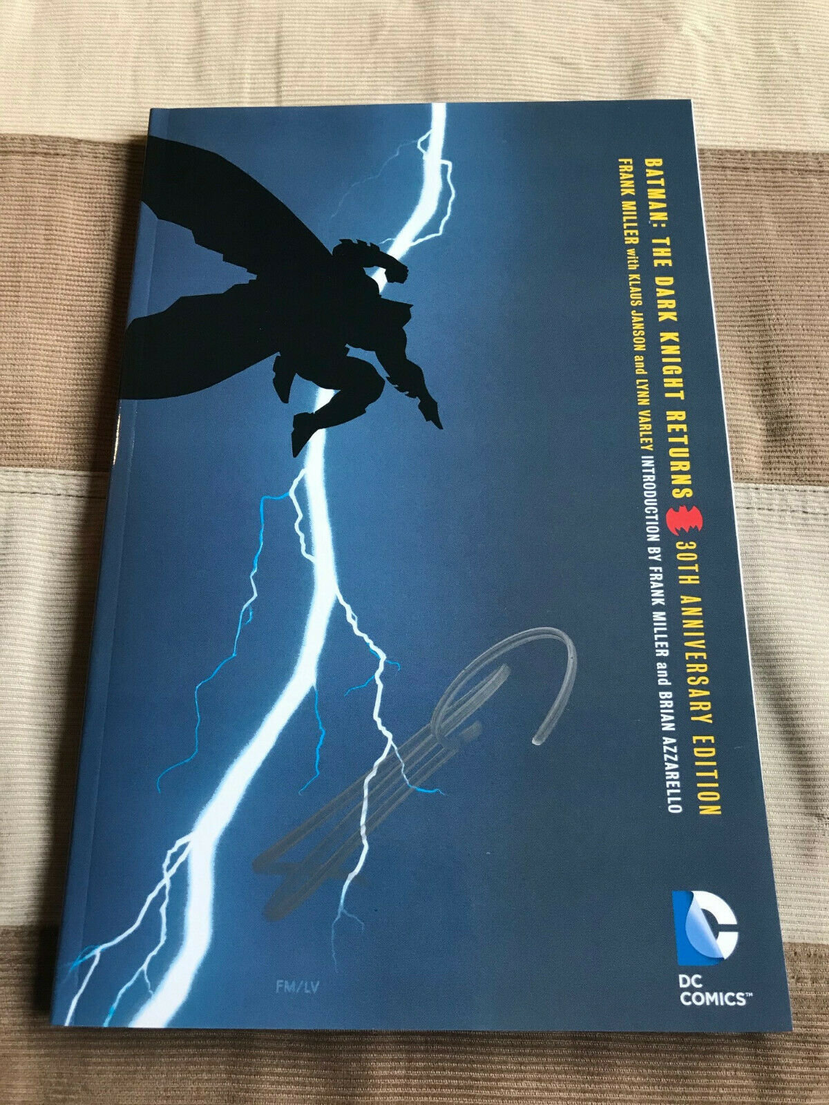 Batman The Dark Knight Returns Frank Miller Signed 30th Anniversary TPB