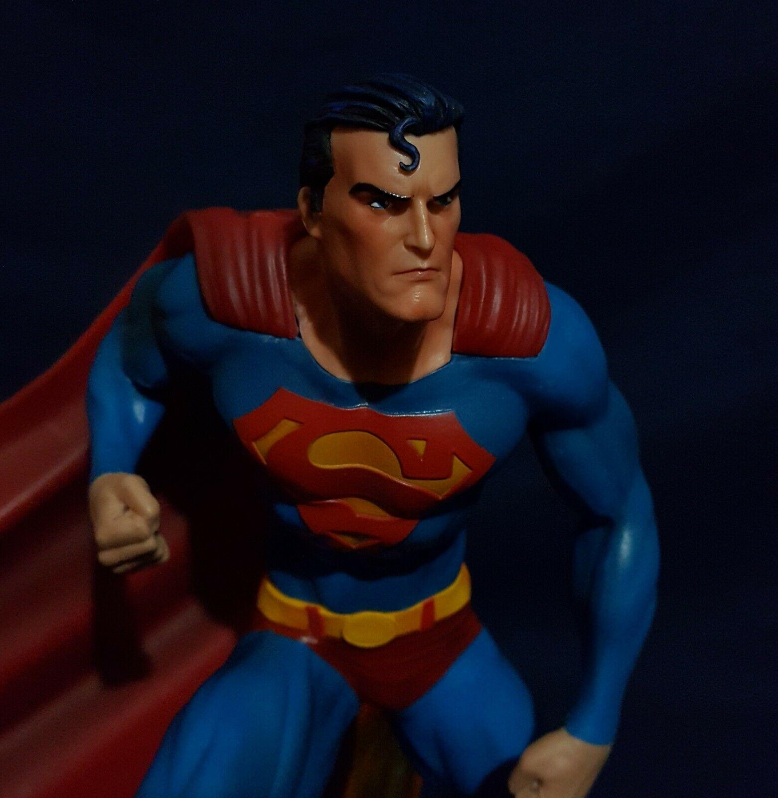 Superman Gallery Statue DC Comics Diamond Select